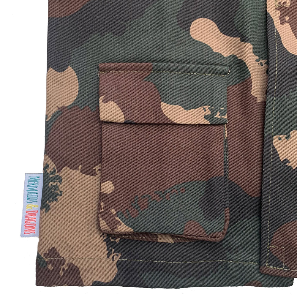 camouflage gusset pocket on army costume jacket